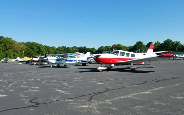 private planes at Mansfield Airport